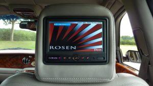 Percakapan Bahasa Inggris Rika Mencoba Saluran Televisi Dalam Mobil